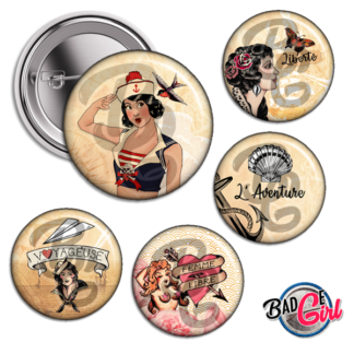 badge personnalisé cabochon pinup tattoo